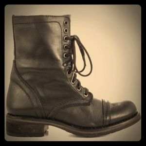 Steve Madden combat style boots